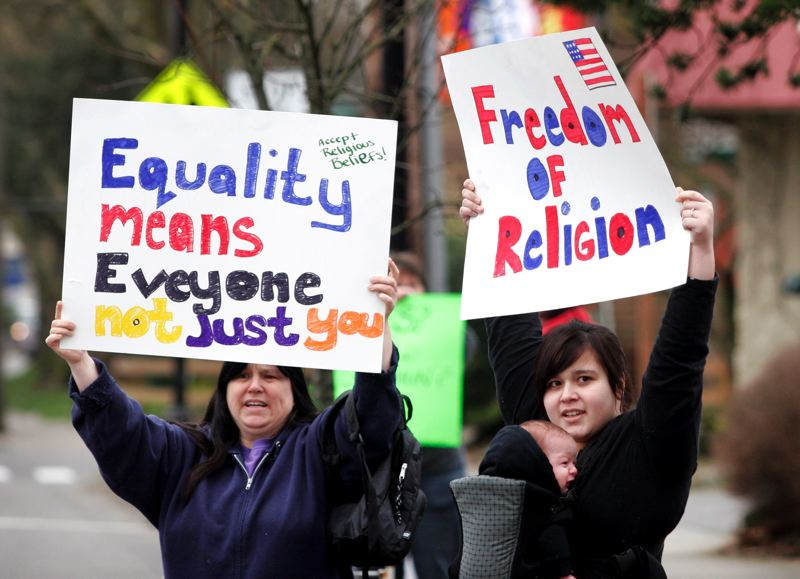 by: OUTLOOK PHOTO: JIM CLARK - Charlene Rodriguez, left, and her daughter, Daniela Muench,  both of Clackamas, show their support for Sweet Cakes by Melissa during a demonstration by same-sex marriage supporters on Saturday, Feb. 8.