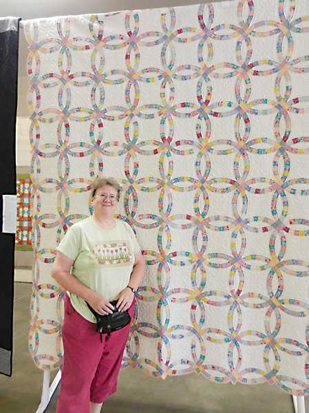 Nedra Lihs with the quilt that won her the 'People's Choice' award at the Madras quilt show.