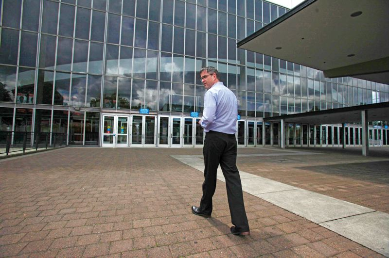 by: TRIBUNE PHOTO: JONATHAN HOUSE - Chris Oxley, who manages the Rose Quarter and Veterans Memorial Coliseum for the Portland Trail Blazers, says its rare for a city of Portlands size to retain two arenas, but that each serves a valuable function.