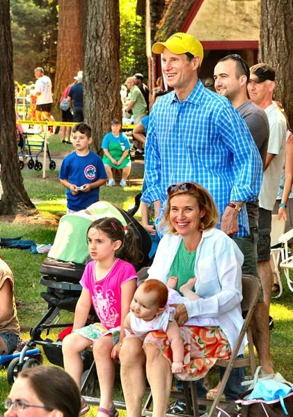 by: DAVID F. ASHTON - U.S Senator Ron Wyden and his family enjoy the antics of Henrik Bothe - part of the live entertainment this year at Sundae in the Park.