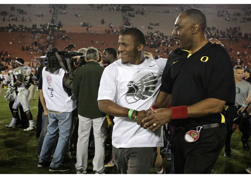 by: TRIBUNE FILE PHOTO: JAIME VALDEZ - LaMichael James, now with the San Francisco 49ers, took time out last football season to visit the Oregon Ducks on the sidelines as they beat USC.