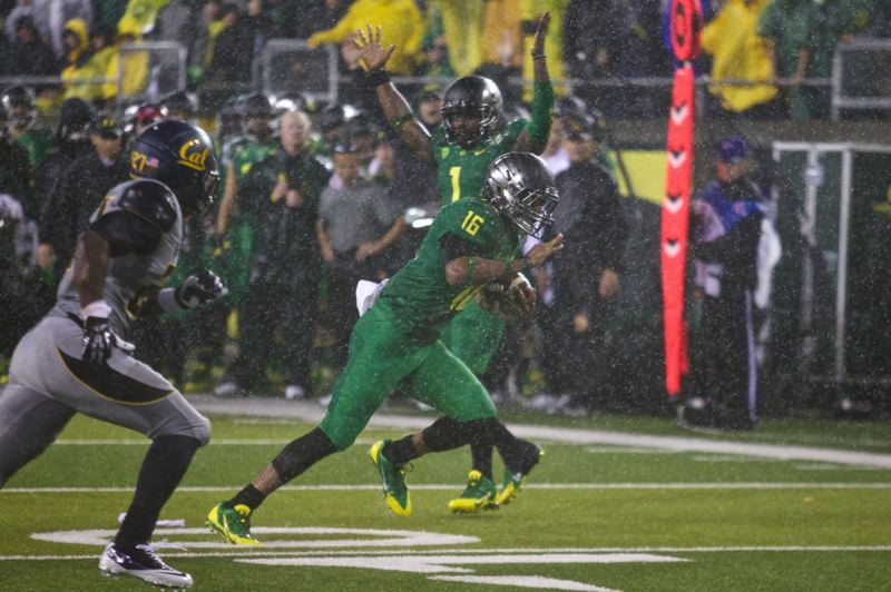 by: TRIBUNE PHOTO: JAIME VALDEZ - Oregon Ducks receiver Daryle Hawkins heads for the end zone on a 14-yard touchdown play, as teammate Josh Huff signals the impending score in the first quarter of UO's 55-16 triumph Saturday night at Autzen Stadium.