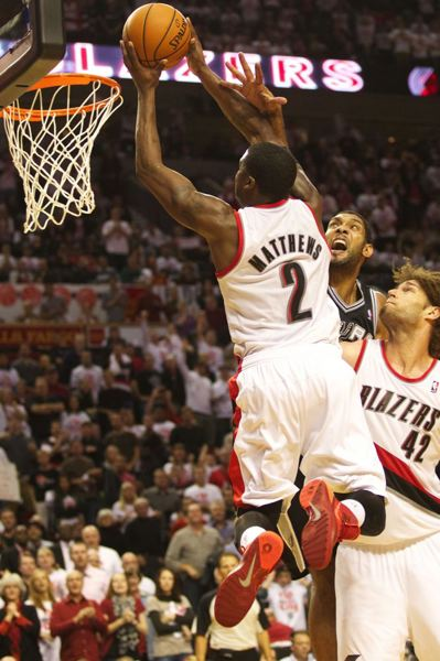 Wesley Matthews gets a dunk in the final momens to clinch the win for the Blazers.
