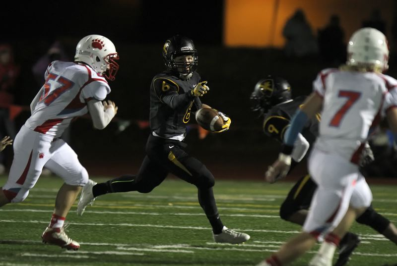 by: TRIBUNE PHOTO: JONATHAN HOUSE - Roosevelt's James Schell-Buchanan takes off on a run against Ashland during Friday's playoff game on the Riders' turf.
