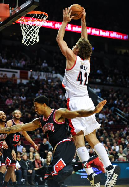 Robin Lopez goes to dunk over Chicago's Derrick Rose.