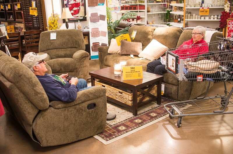 By: RAY HUGHEY   Jim And Val Knodel Had Made Themselves Comfortable In A  Living Jim And Val Knodel Had Made Themselves Comfortable In A Living Room  Set They ...