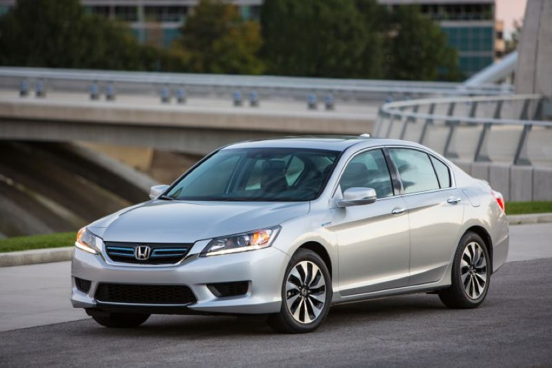 by: HONDA AMERICA MOTOR COMPANY - The 2014 Honda Accord Hybrid features next-generation technology.