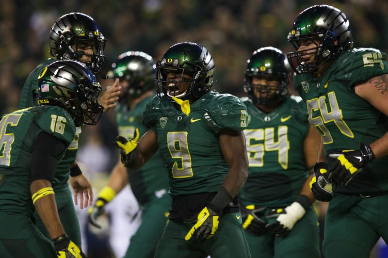 by: TRIBUNE PHOTO: JAIME VALDEZ - Can Byron Marshall (9) and the Oregon Ducks run past Texas in the Alamo Bowl?
