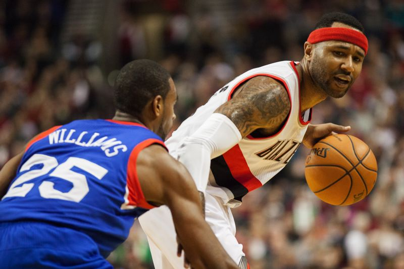 Portland guard Mo Williams works against former Blazer Elliot Williams.