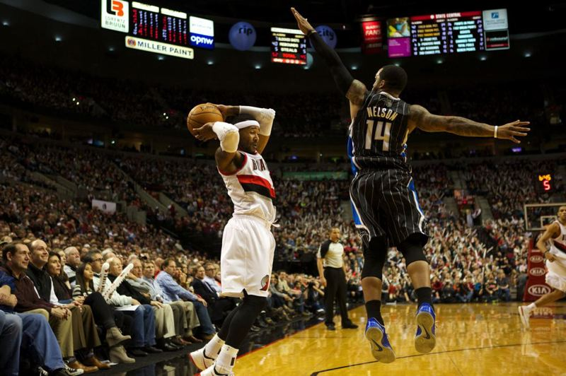 Blazers guard Mo Williams (left) catches Orlando's Jameer Nelson in the air.