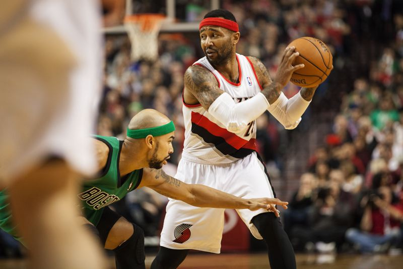 Mo Williams looks to pass.