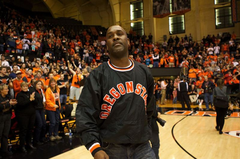 by: TRIBUNE PHOTO: JAIME VALDEZ - Fans cheer the return of Gary Payton, who starred for the Beavers and led them to three NCAA tournaments.