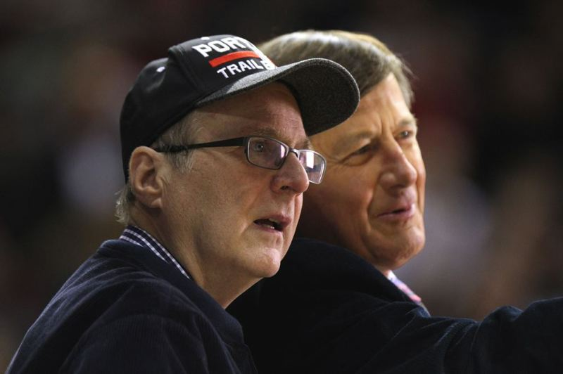 Trail Blazers owner Paul Allen (left) shares a moment with TNT's Craig Sager.