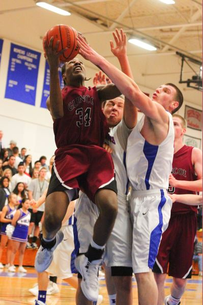 by: HILLSBORO TRIBUNE PHOTO: CHASE ALLGOOD - Glencoes Curtis Crocker attempts a layup around Hillsboro's Terell Mims and Brandon Wilson.