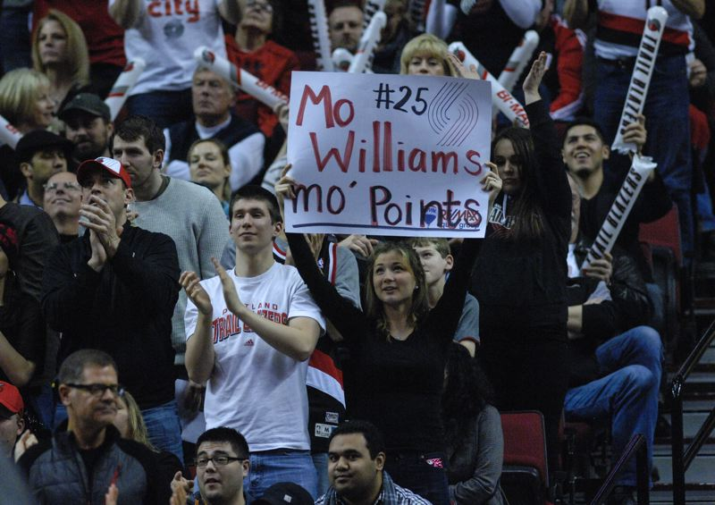 A fan shows her support for backup guard Mo Williams of the Blazers.