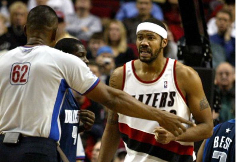 by: TRIBUNE FILE PHOTO: JIM CLARK - Rasheed Wallace of the Trail Blazers contests a referee's call.