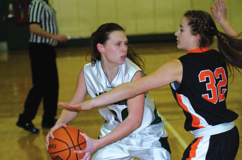 by: ESTACADA NEWS: PARKER LEE - Estacadas Sarah Rempelos spots an open teammate in the key during the teams 43-31 win over Molalla last week.