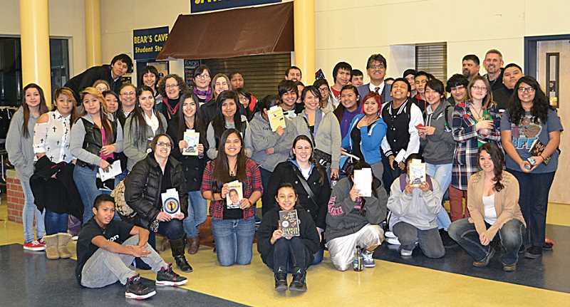 MHS students met author Sherman Alexie and received free books.