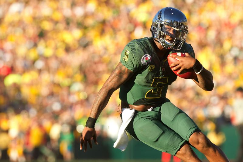 by: TRIBUNE FILE PHOTO: CHRISTOPHER ONSTOTT - Former Oregon Ducks quarterback Darron Thomas is in line to play for the new Portland Thunder of the Arena Football League.