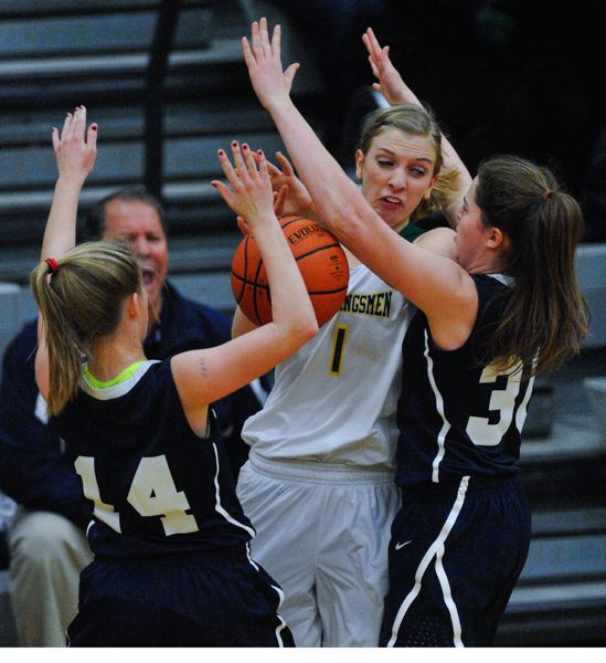 by: JOHN LARIVIERE - Putnam senior guard Shelby VanLeuven (1) is mugged by Jocelyn Welberg (14) and Karlin McNeil (30) in last Fridays league final with Wilsonville.