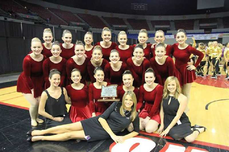 by: SUBMITTED PHOTO: SUZANNE YOUNG - The Pacers posed to celebrate their performance at state.