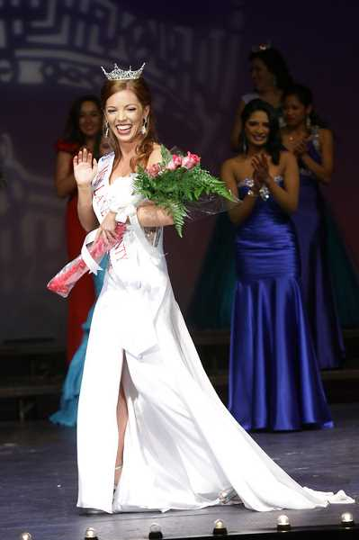 by: SUBMITTED PHOTO - Annelise Moss of Lake Oswego was crowned Miss Lane County recently.