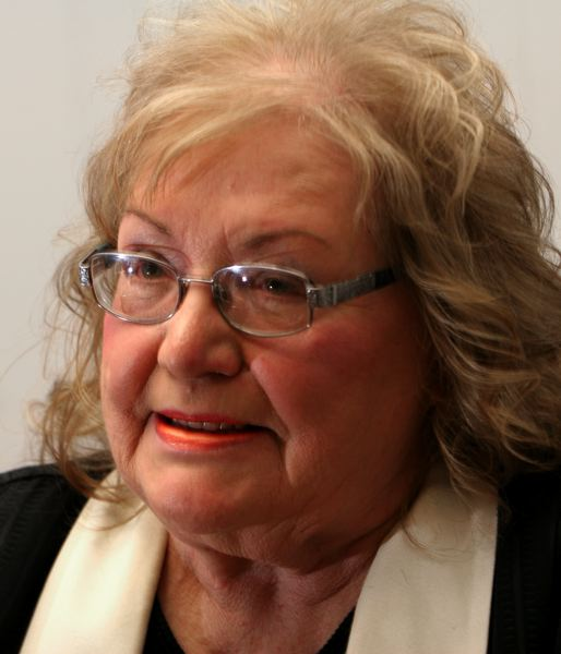 by: STAFF PHOTOGRAPHER JIM CLARK - Beatrice Cochran