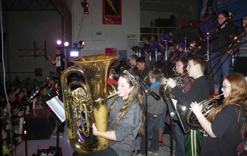 by: POST PHOTO: KYLIE WRAY - Cedar Ridge Middle School band and choir each performed a song with the band Going Second.