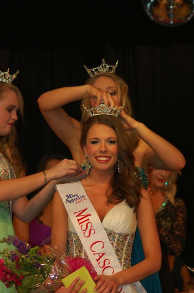 by: PHOTO BY WENDY TAUNTON - Oregon City resident Rebecca Anderson is crowned Miss Cascade, moves on to Miss Oregon pageant.