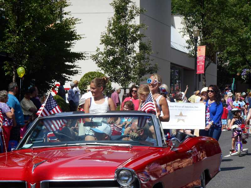 by: REVIEW PHOTO: GARY M. STEIN - Lake Oswegans celebrate the Fourth of July with a Star Spangled Parade down A Avenue