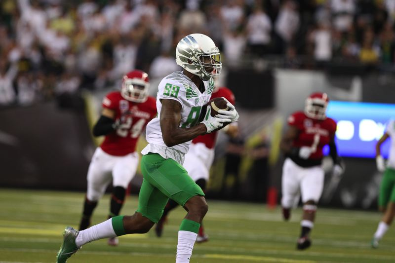 Photo Credit: TRIBUNE PHOTO: JAIME VALDEZ - Dwayne Stanford, one of the Oregon Ducks' new main men at wide receiver, heads for a score against South Dakota.