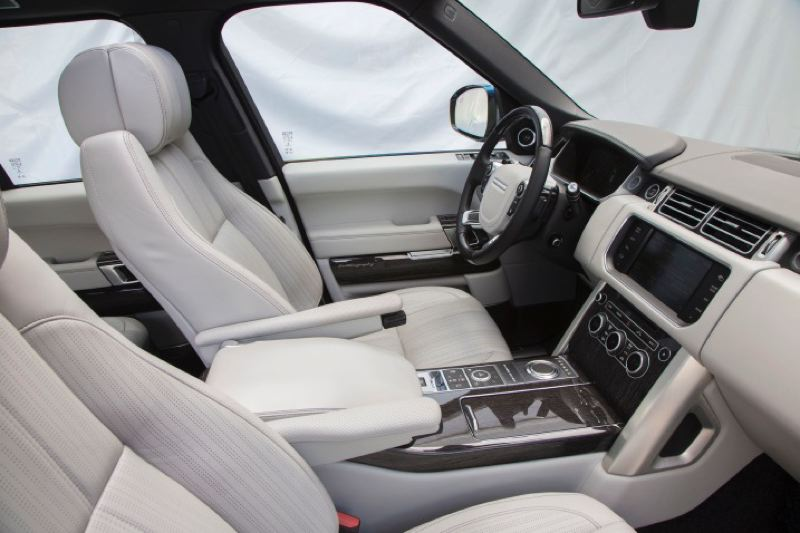TATA MOTORS - Luxury touches are found everywhere you look in any Range Rover model.