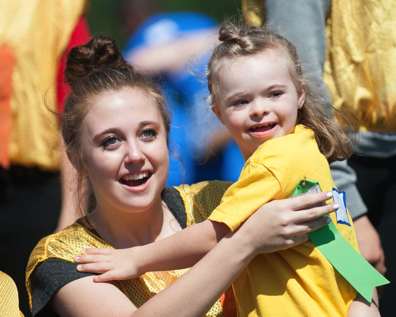 outlook photo josh kulla addison arondet of sweetbriar elementary school in troutdale gets her
