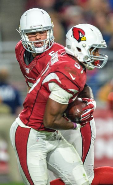 Arizona backup quarterback Drew Stanton, from Lake Oswego, hands off to David Johnson.
