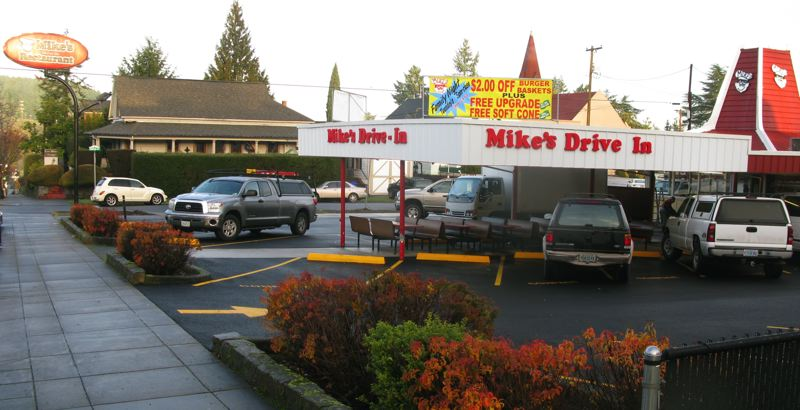 Photo By Raymond Rendleman The Iconic Exterior Design Of Oregon Citys Mike S Drive