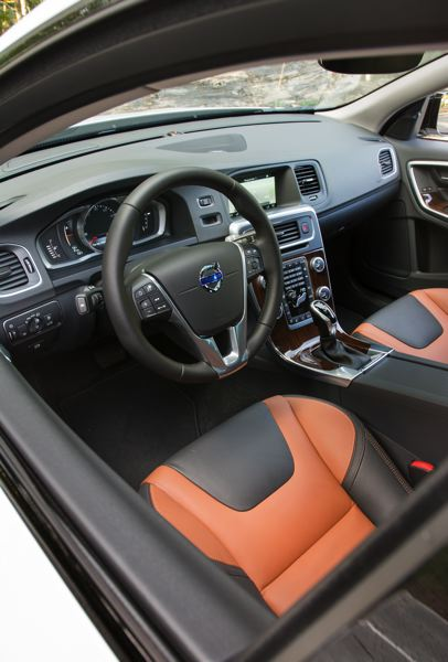 PAMPLIN MEDIA GROUP: JOHN M. VINCENT - The interior of the 2016 Volvo V60 Cross Country is a balanced blend of Scandinavian simplicity and high technology. The available beechwood/off-black two-tone leather seats are supportive and comfortable.