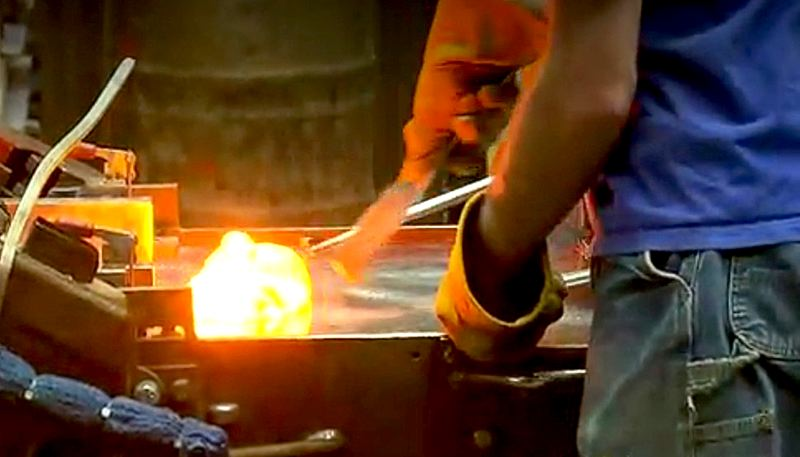 COURTESY OF KOIN 6 NEWS - Workers at Bullseye Glass in Southeast Portland handle molten glass. Uroboros Glass in North Portland has agreed to install control devices to prevent some gasses to escape during the manufacturing process.
