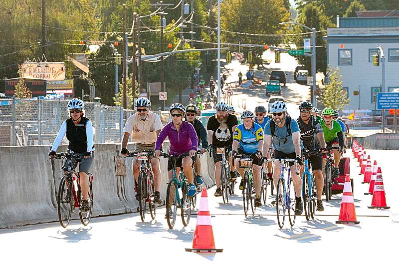 'Bridge Pedal' brings thousands across Sellwood Bridge