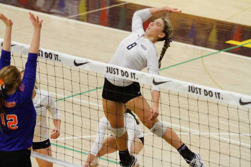 Netters Schorn, Hall earn Player ofthe Year honors