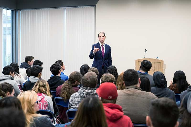 Wyden blasts Russian intervention during election at talk with Hillsboro High School students