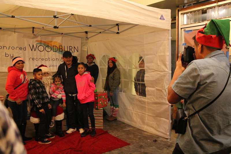 Woodburn downtown tree lighting included inaugural bazaar