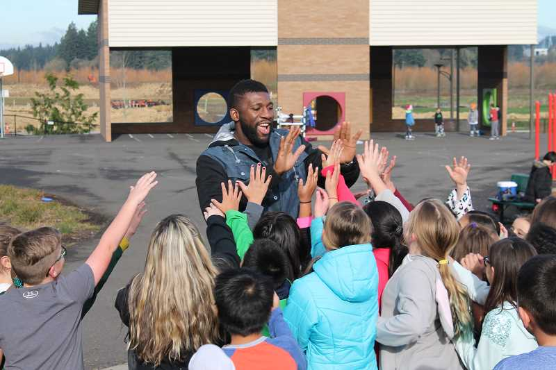 Trail Blazer surprises Wilsonville students with holiday treat