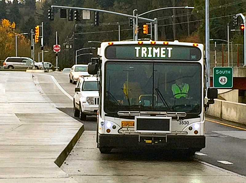 Buses return to Sellwood Bridge