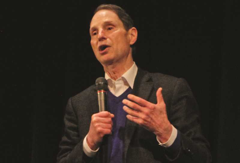 Wyden stops in Woodburn for town hall meeting