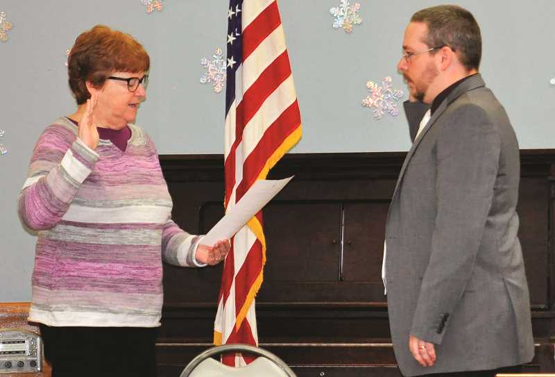 Molalla council  sworn in