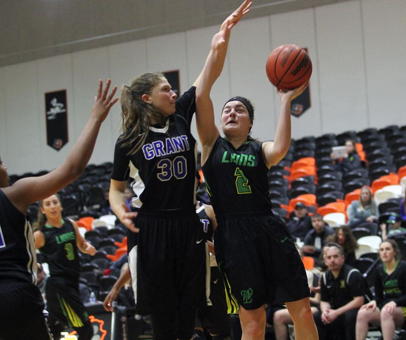 West Linn girls fall 56-54 in battle with No. 4 Grant