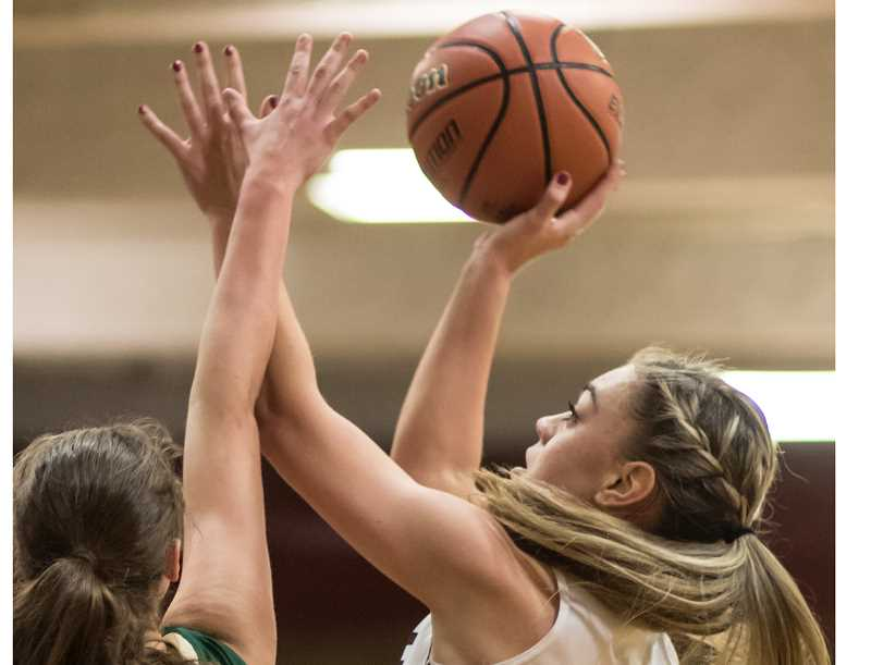 Jesuit girls overwhelm Glencoe cagers