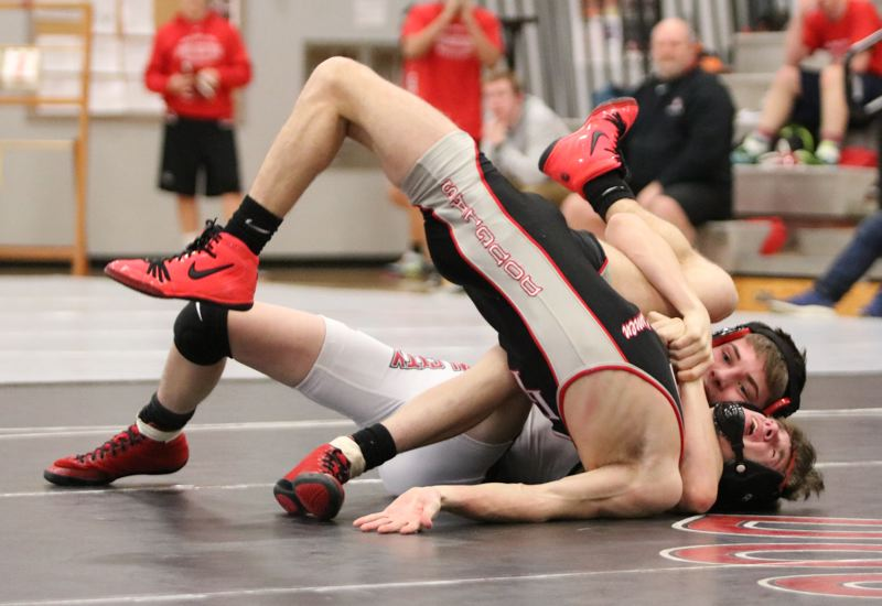 Oregon City wrestlers fall short in upset bid, 38-27