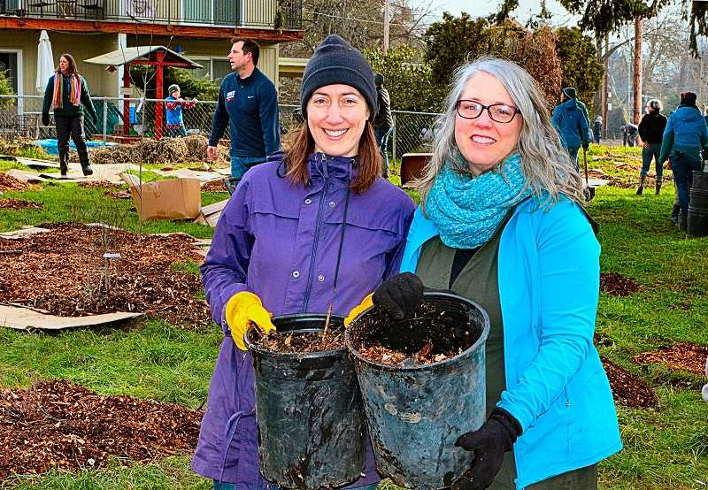 Volunteers plant 'Springwater Meadows' in Sellwood