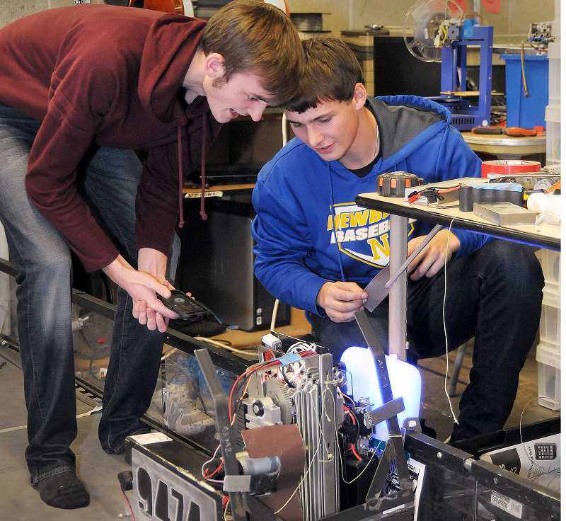 Newberg sends two robotics teams to state